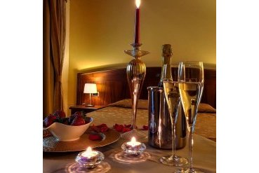 ROMANTIC STAY WITH DINNER