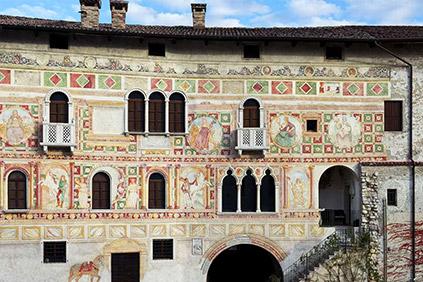Affreschi della facciata principale del Castello di Spilimbergo